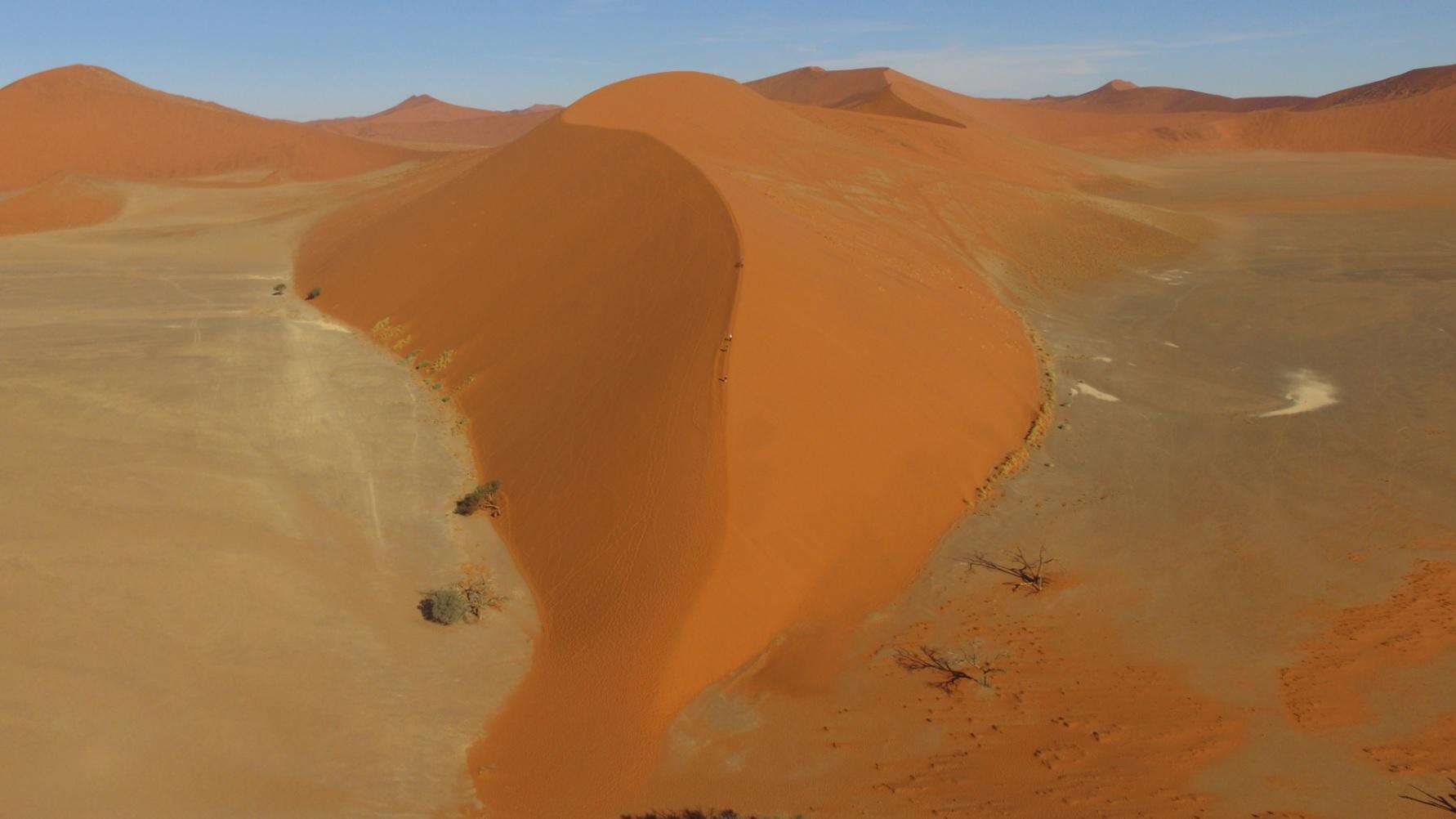 Let iznad mrtvog jezera – Namibija